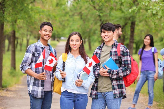 du học Canada không cần IELTS được không