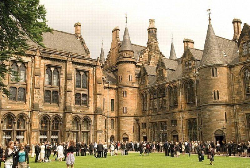 Đại học Glasgow là 1 trong những trường đại học nổi tiếng ở Anh
