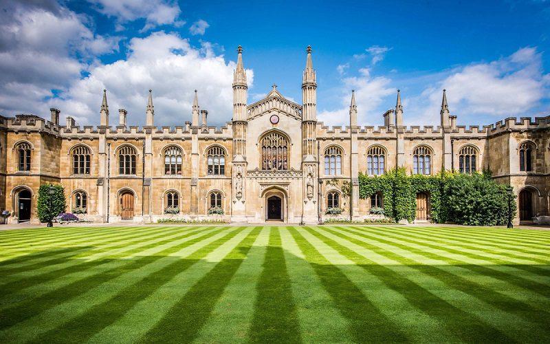 Đại học Cambridge là ngôi trường được nhiều sinh viên muốn theo học